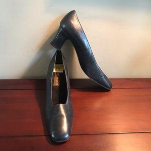 Vintage Sesto Meucci Navy Heels